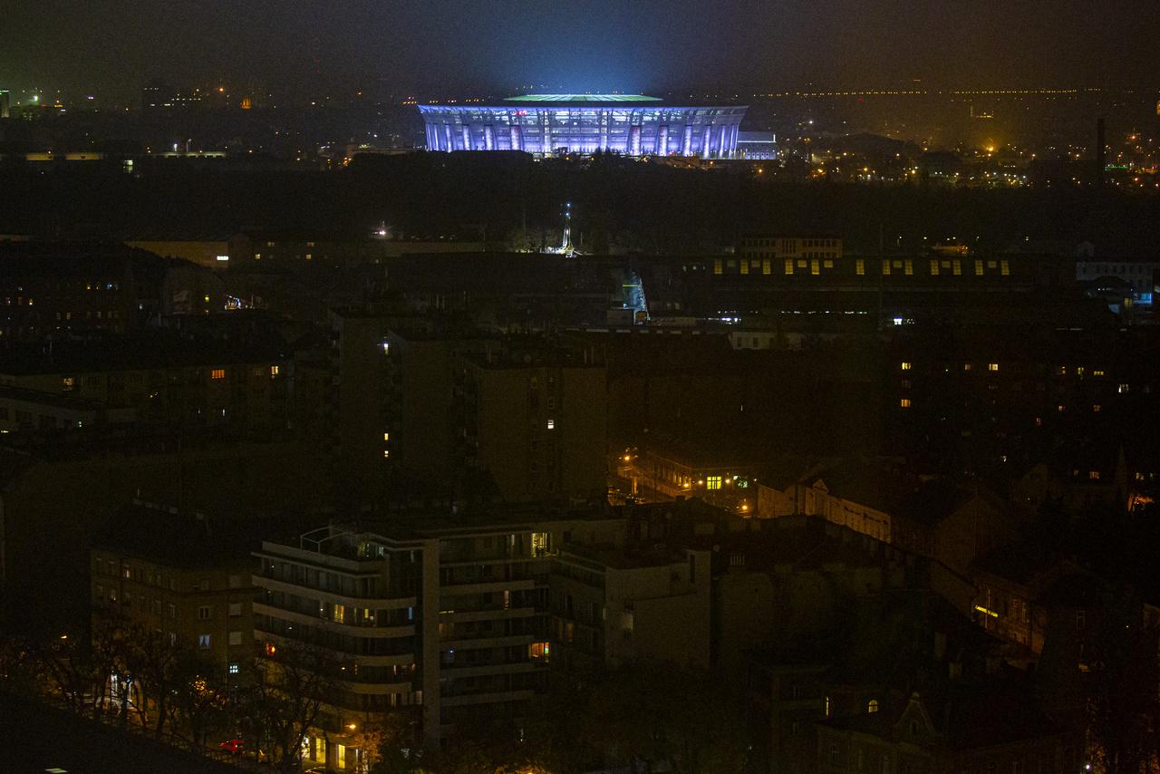 Rálátás a stadionra a Semmelweis Egyetem Nagyvárad téri Elméleti Tömbjének tetejéről.