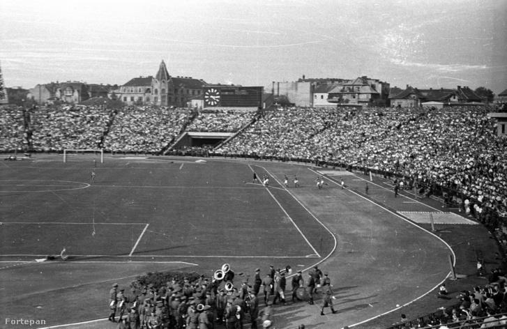 Magyarország - Szovjetunió (1:2) labdarúgó mérkőzés 1957. szeptember 22-én.