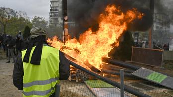 Megint sárga mellényesek tüntettek Párizsban