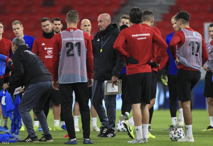 Marco Rossi szövetségi kapitány (k) a magyar labdarúgó-válogatott edzésén az Uruguay elleni mérkőzés előtt az újonnan elkészült Puskás Arénában 2019. november 14-én.