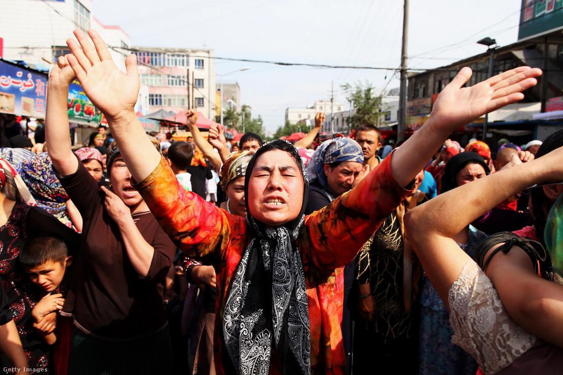 Tüntetés Hszincsiangban 2009. július 7-én.