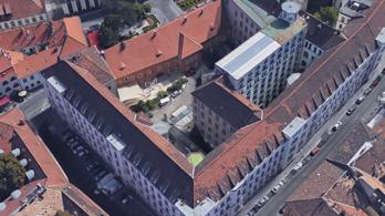 Nincs elég hely a Várban, műemléki védettségű épületet bontottak le