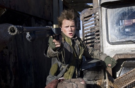 John Connor apja végig Mad Max-stílusban nyomja (Anton Yelchin)