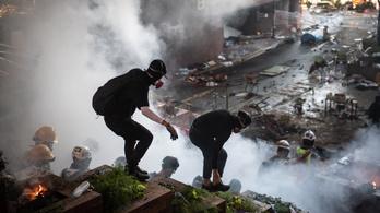 Éles lőszer bevetésével fenyeget a hongkongi rendőrség