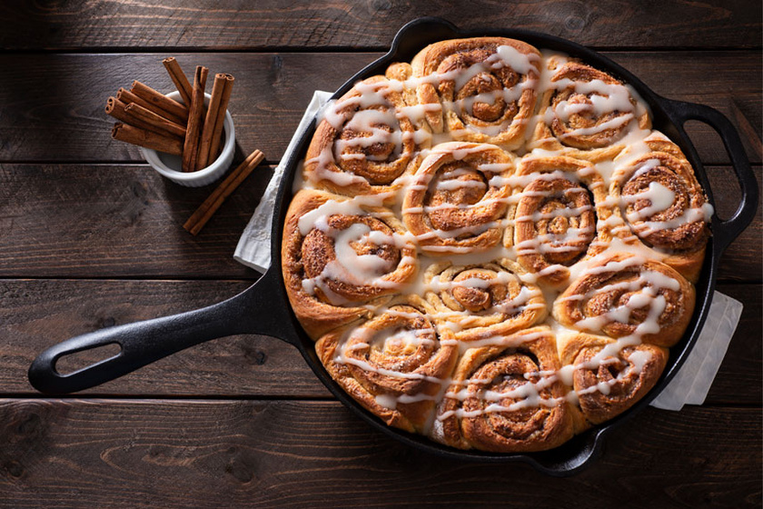Amerikai fahéjas csiga mascarponés mázzal: foszlós kelt tészta, gazdag töltelék