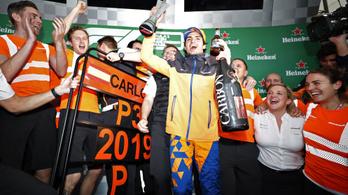 Sörrel tartott magának dobogós díjátadót a McLaren-pilóta