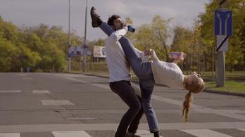 Életünk kínos apróságaiból is könnyen születhet egy jó flashmob