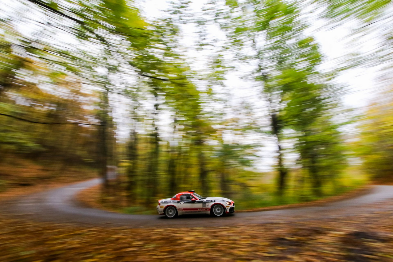 4: A versenyt megelőző hivatalos teszten láthattuk először Magyarországon menni Abarth 124 RGT versenyautókat, amik meglepően jól szóltak! Az ERC2 kategóriájában induló kocsikból év közben egyre többet láthattunk a bajnokságban is.  Teszt képeink.