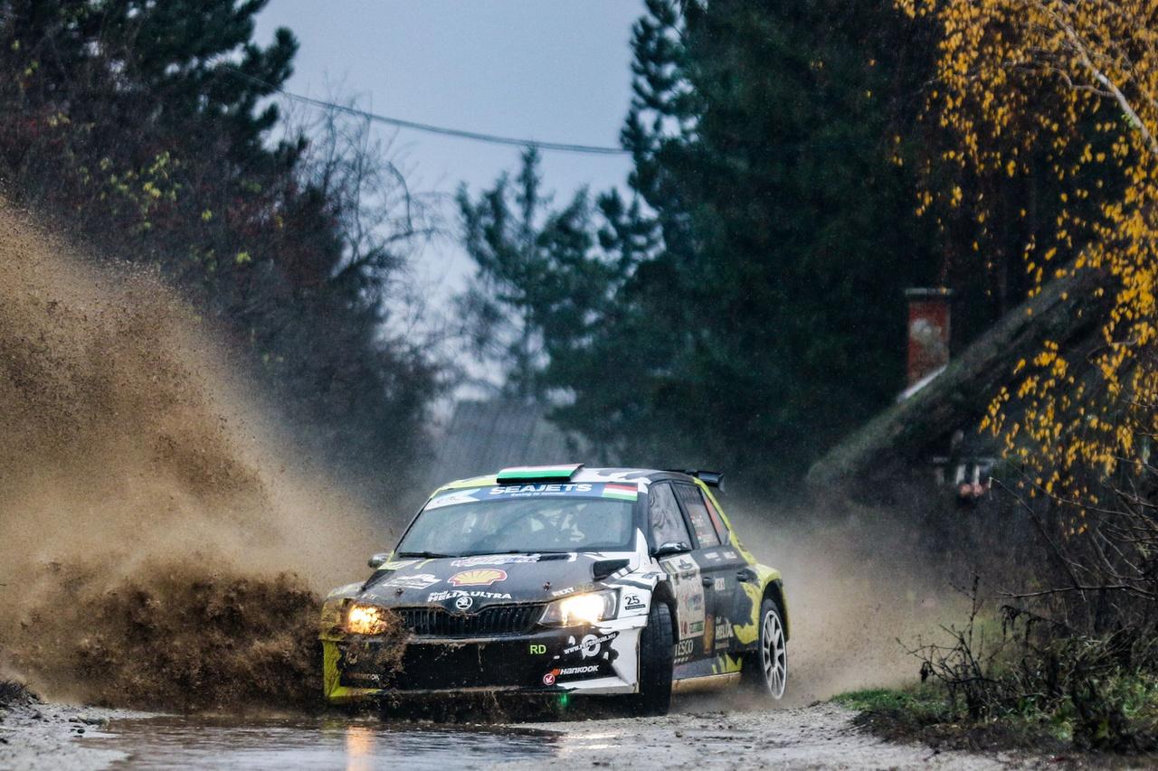 A Turán Motorsport ERC-n látott versenyautó dizájnja a Rallye Dream Blog és a Shell Orbico közös pályázatának eredménye. Rengeteg remek anyagot kaptunk, Friciék pedig tettek róla, hogy a győztes pályaművet az egész világ láthassa, hiszen első magyar párosként nyertek futamot az ERC érában. A pályázat eredménye.