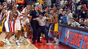 Egymást ütötték-verték a nézők és az NBA-sztárok
