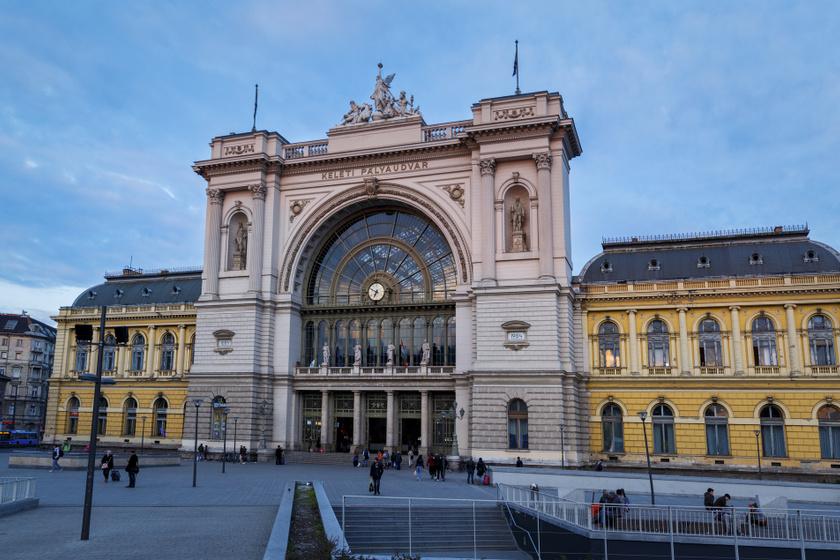 Gyönyörű, ingyenes minikoncertekkel várja az utazókat a MÁV Szimfonikusok a Nyugati, Keleti és Déli pályaudvaron