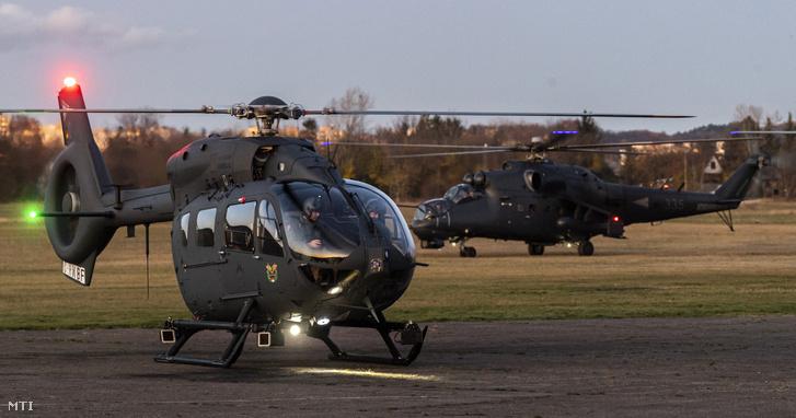 A Magyar Honvédség egyik új beszerzésű Airbus H145M helikoptere a Budaörsi repülőtéren