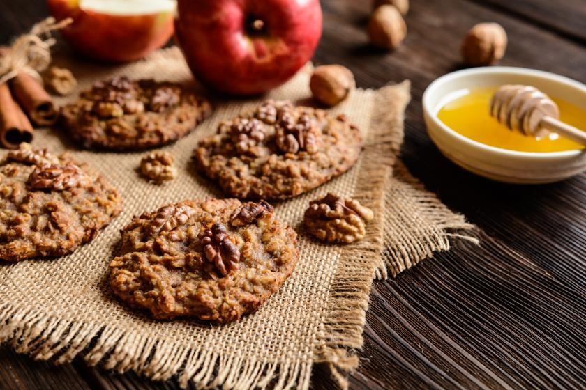 30 perces almás, diós zabpelyhes keksz, ami szétomlik a szádban