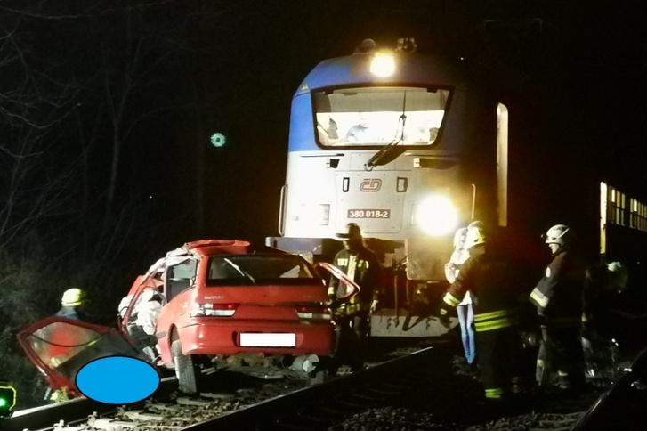 A vasúti sínekre hajtott egy autó Vác külterületén 2019. november 18-án