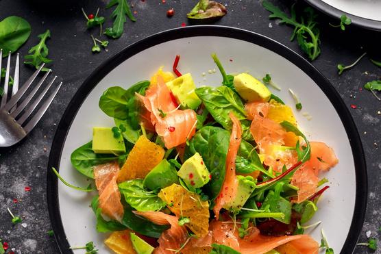 Egy kis avokádó is mehet a salátába, ha szereted.