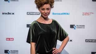 """Döbrösi Laura is csatlakozott a """"meztelenül a szőrmék ellen""""-kampányhoz"""