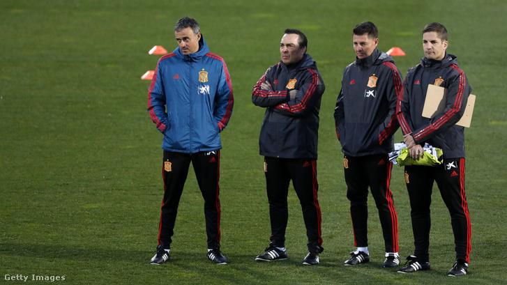 A bal szélen Luis Enrique, a jobb szélen Robert Moreno egy korábbi edzésen