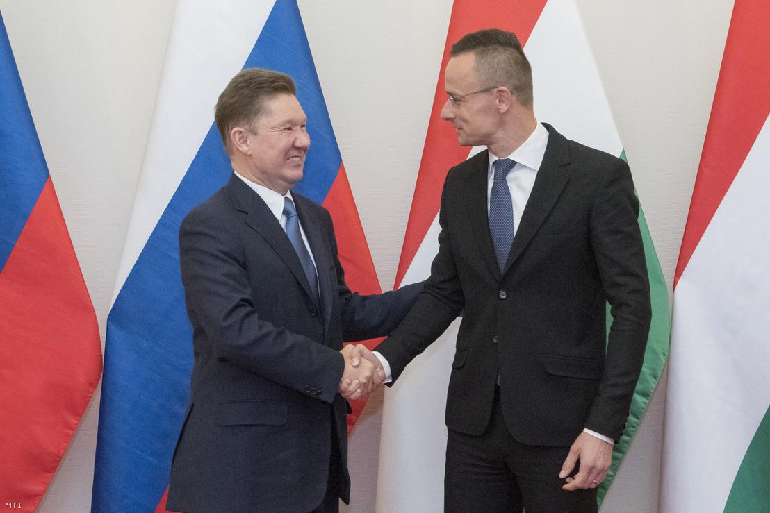 Szijjártó Péter miniszter (j) hivatalában fogadja Alekszej Millert, az orosz Gazprom vezérigazgatóját 2019. október 30-án