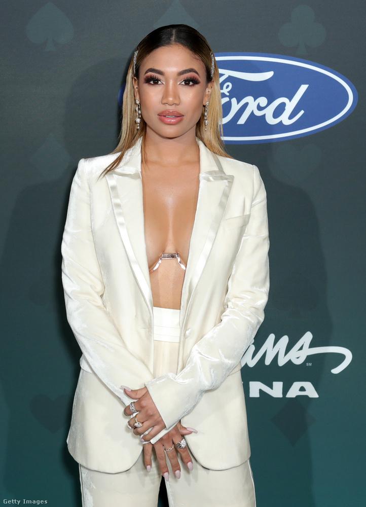 Ez a mostani szettje az elképesztő öltözékekről híres Soul Train Awardson kétségkívül a lehető legjobb helyen volt