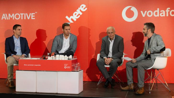 A kerekasztalnál ül: Jánky Szabolcs AImotive Üzleti Stratégiai vezető, Bódi Mátyás a HERE Technologies üzletfejlesztési vezetője, Király István a Vodafone Magyarország vállalati szolgáltatások üzletág vezérigazgató-helyettese
