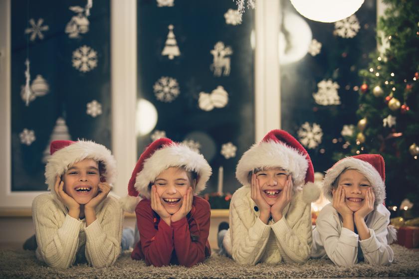 gyerekek nevetnek karácsony