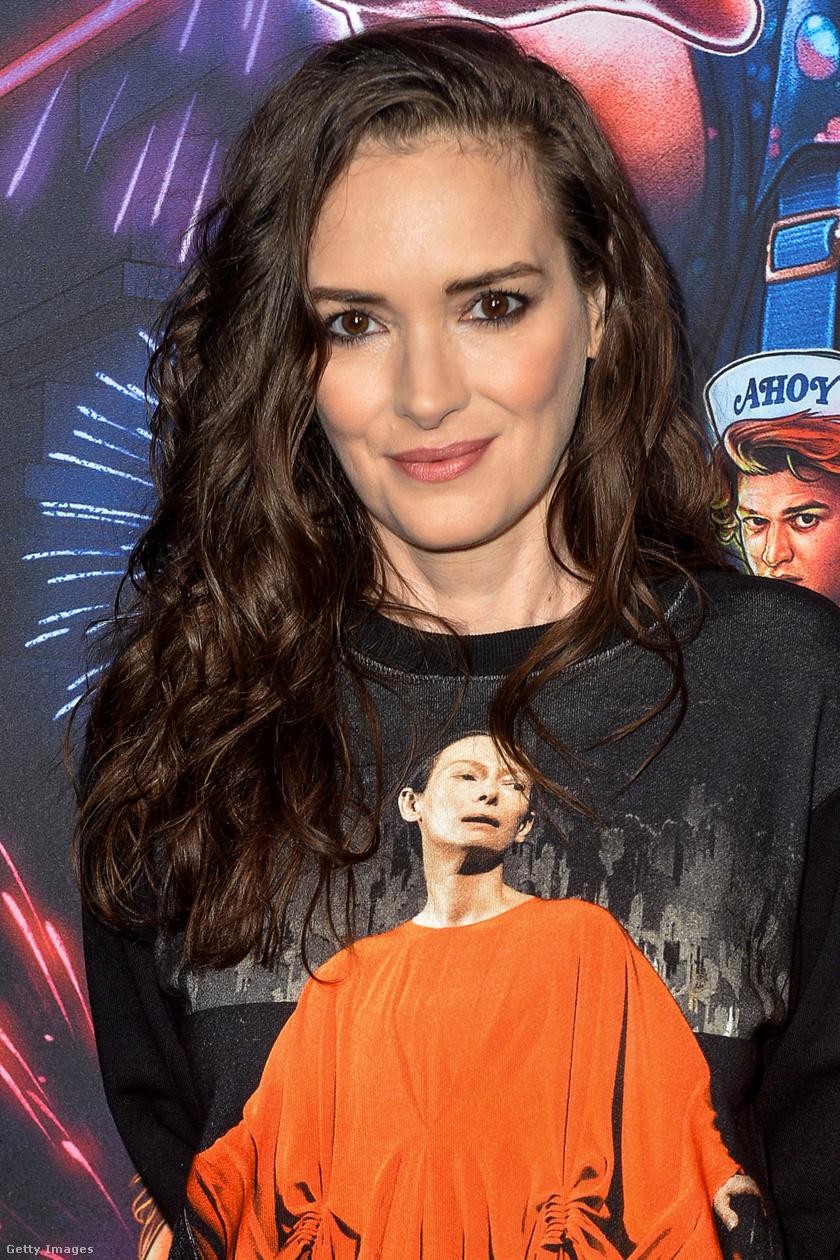 Winona Ryder így nézett ki novemberben, mikor sorozata, a Stranger Things új évadát promotálta.