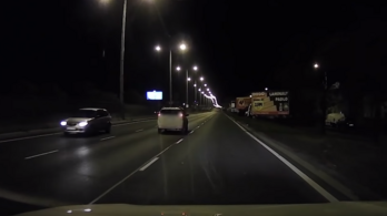 Az M3-as bevezető közepén fordult meg egy autó az éjjel