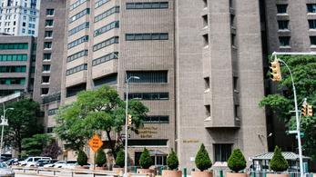 Vádat emeltek az Epstein halála idején szolgálatban lévő börtönőrök ellen