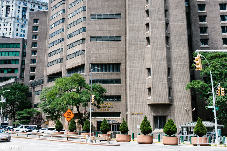 A manhattani börtön New Yorkban 2019. augusztus 10-én, miután az egyik cellában öngyilkos lett Jeffrey Epstein.