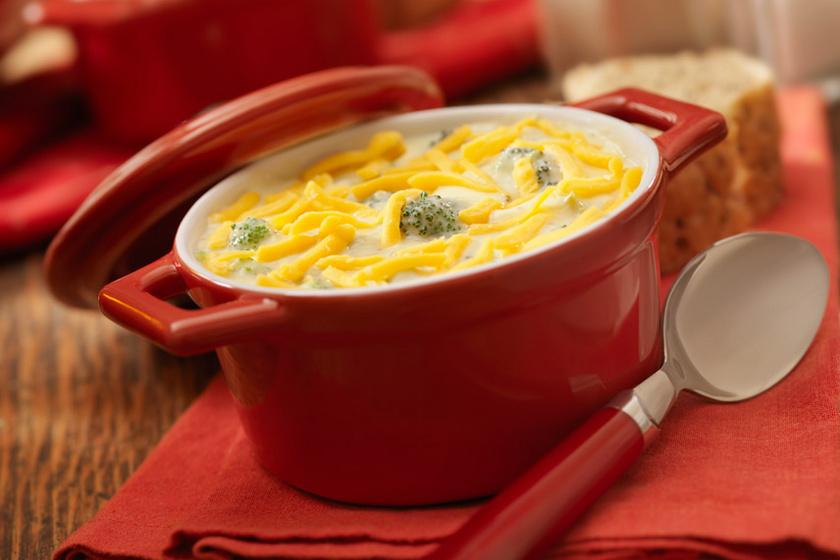 Cheddar sajtos krémleves ressre főtt brokkolival: tápláló és melengető
