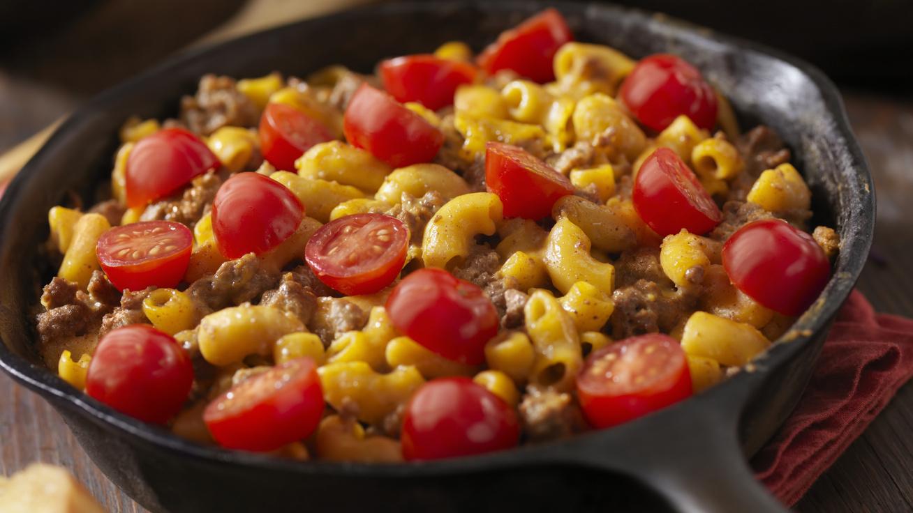 Paradicsomos, darált húsos tészta egy kis chilivel: az összesütéstől igazán finom