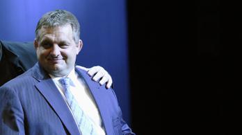 Egy cég köti össze ifj. Orbán Győzőt, annak vejét és közbeszerzéseken győztes barátját
