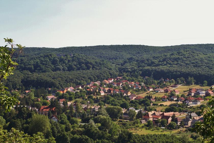 Meseszép falucskák a Vértesben: festői völgyekben találod őket