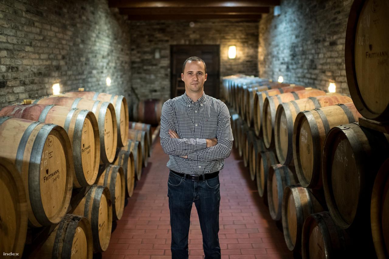 A Frittmann Borászat családi vállalkozás, már az 1700-as években betelepített sváb ősök is bort készítettek és szőlőt termesztettek. Habár egészen a rendszerváltásig sokan foglalkoztak szőlővel Soltvadkerten, ez szinte az összes családnak csak mellékállás volt, így Frittmann Tamás szüleinek is: apja, Frittmann János 1982 óta foglalkozik teljes állásban a borászattal. A pincészet 1997-ben kft.-vé alakult, rá 8-10 évre a fiatalabb generáció is becsatlakozott az üzletbe, Frittmann Tamás három unokatestvéréből ketten is a borászatnál dolgoznak. Tamás nagyszülei hentesek voltak, szülei élelmiszer technikumban tanultak tovább és ők is húsboltban dolgoztak, Tamás viszont már 16 évesen elhatározta, hogy szőlész-borász lesz. Mára az újabb generáció becsatlakozása mellett a Frittmann szőlőterülete is megnőtt: 1982-ben tizenvalahány hektárjuk volt, mostanra ez közel 60 hektárnyi, Soltvadkert közelében található területre növekedett.