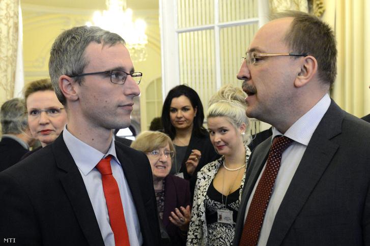 Feledy Botond külpolitikai szakértő (balra) és Németh Zsolt (Fidesz), beszélget a Keleti fordulat vagy új egyensúly? 2015-ös konferencián