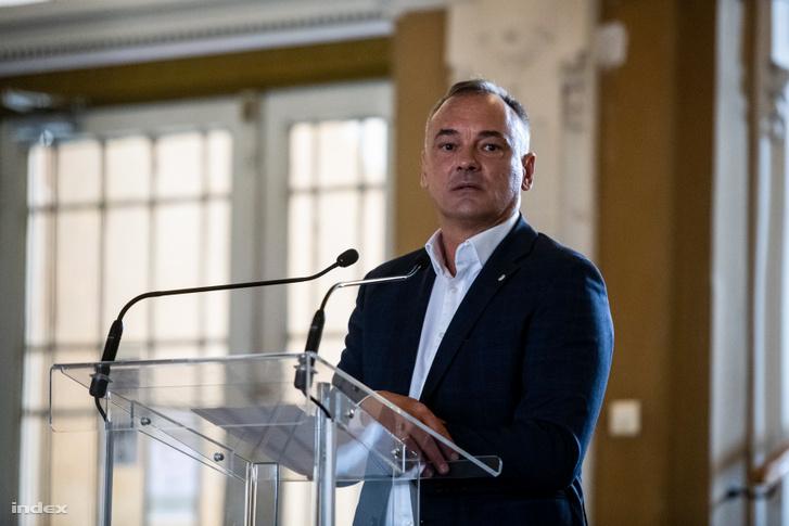 Borkai Zsolt sajtótájékoztatója Győrben, amikor bejelentette kilép a Fideszből 2019. október 15-én