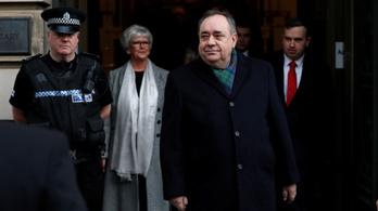 10 nő szexuális zaklatásával vádolják a volt skót miniszterelnököt