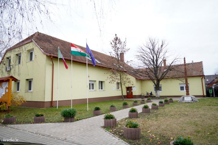 A polgármesteri hivatal Tiszatenyőn