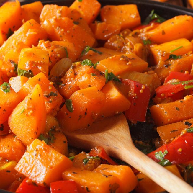 Fűszeres, melengető sütőtökös curry: köretnek, de egytálételként is megállja a helyét