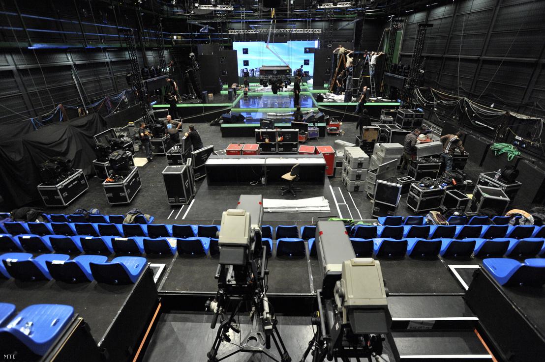A Dal című műsor épülő díszlete az MTVA Kunigunda utcai gyártóbázisának 1-es stúdiójában