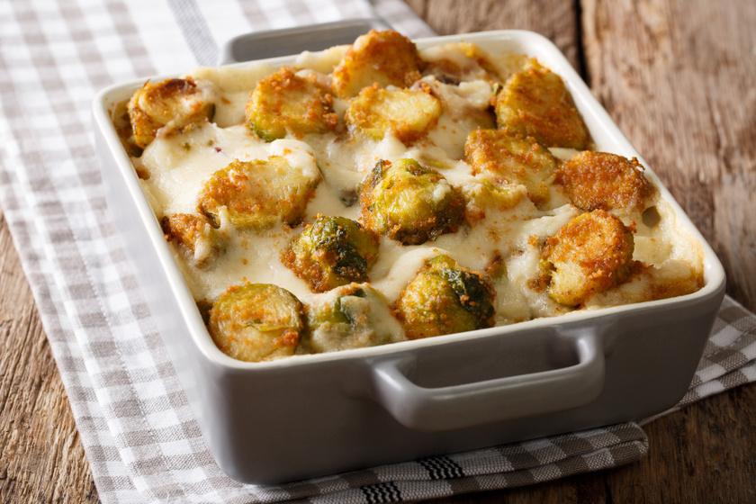 Kelbimbós rakott krumpli sajtos, tejszínes szószban sütve: húsmentes, mégis laktató