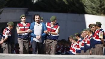130-nál is több katona ellen adtak ki elfogatóparancsot Törökországban