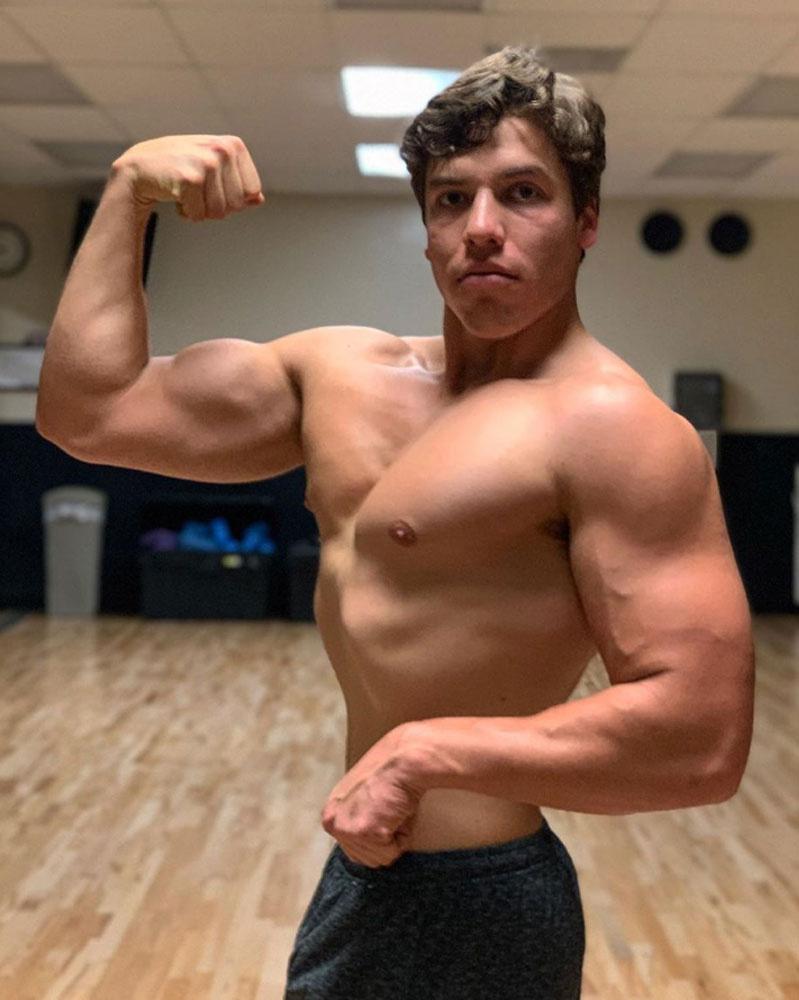 Ha akarná sem tagadhatná le kinek a génjeit hordozza magában, Joseph teljesen úgy néz ki, mint a fiatal ArnoldSchwarzenegger.