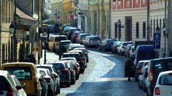 A luxuséttermek és szállók vendégei percenként egy forintért parkolhatnak a Budai Várban