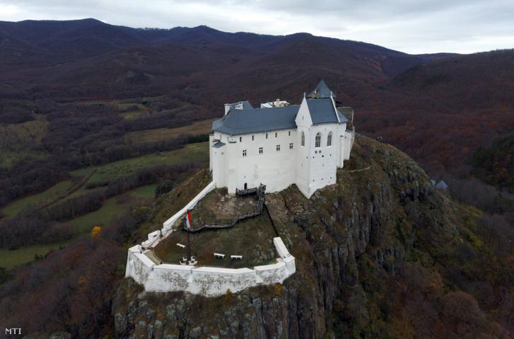 A felújítás alatt álló füzéri vár