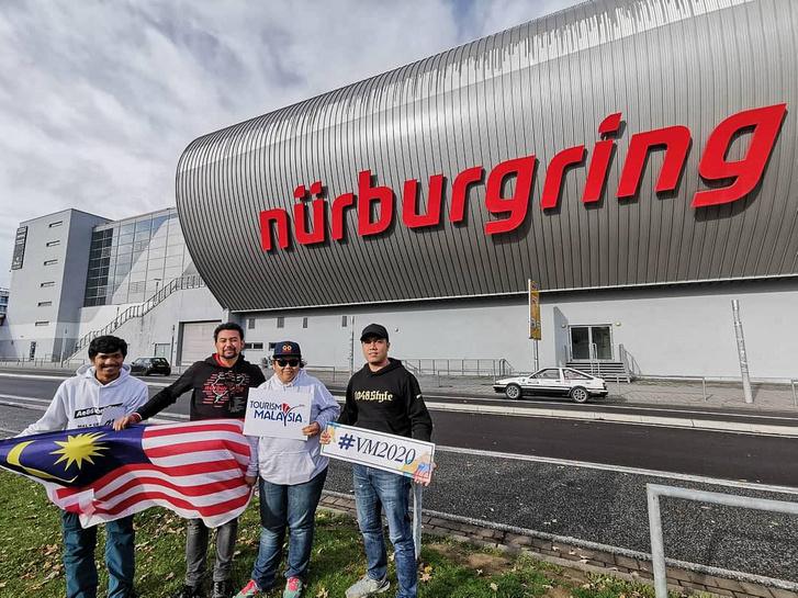 November másodikán, a tervezett időpontban elérték a Nürburgringet!