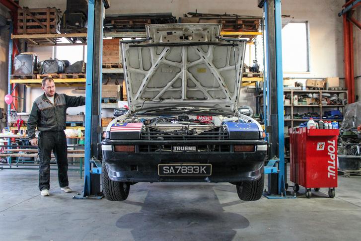 AE86 Zoli átöltözött, majd gyorsan felhajította az autót a csáposra