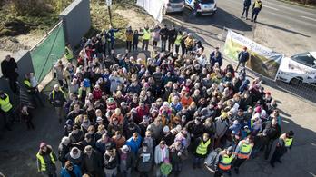 Demonstrációt tartottak az álomvölgyi építkezések ellen