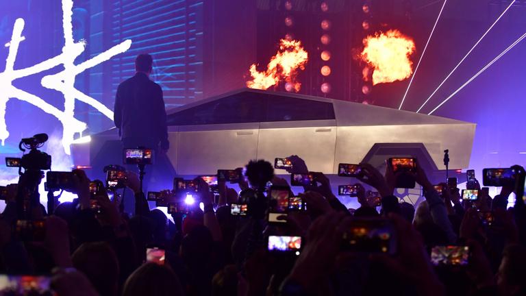 Már több mint 200 ezret megrendeltek a Tesla új pickupszörnyéből