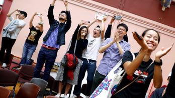 Elsöprő demokrata párti siker a hongkongi önkormányzati választáson